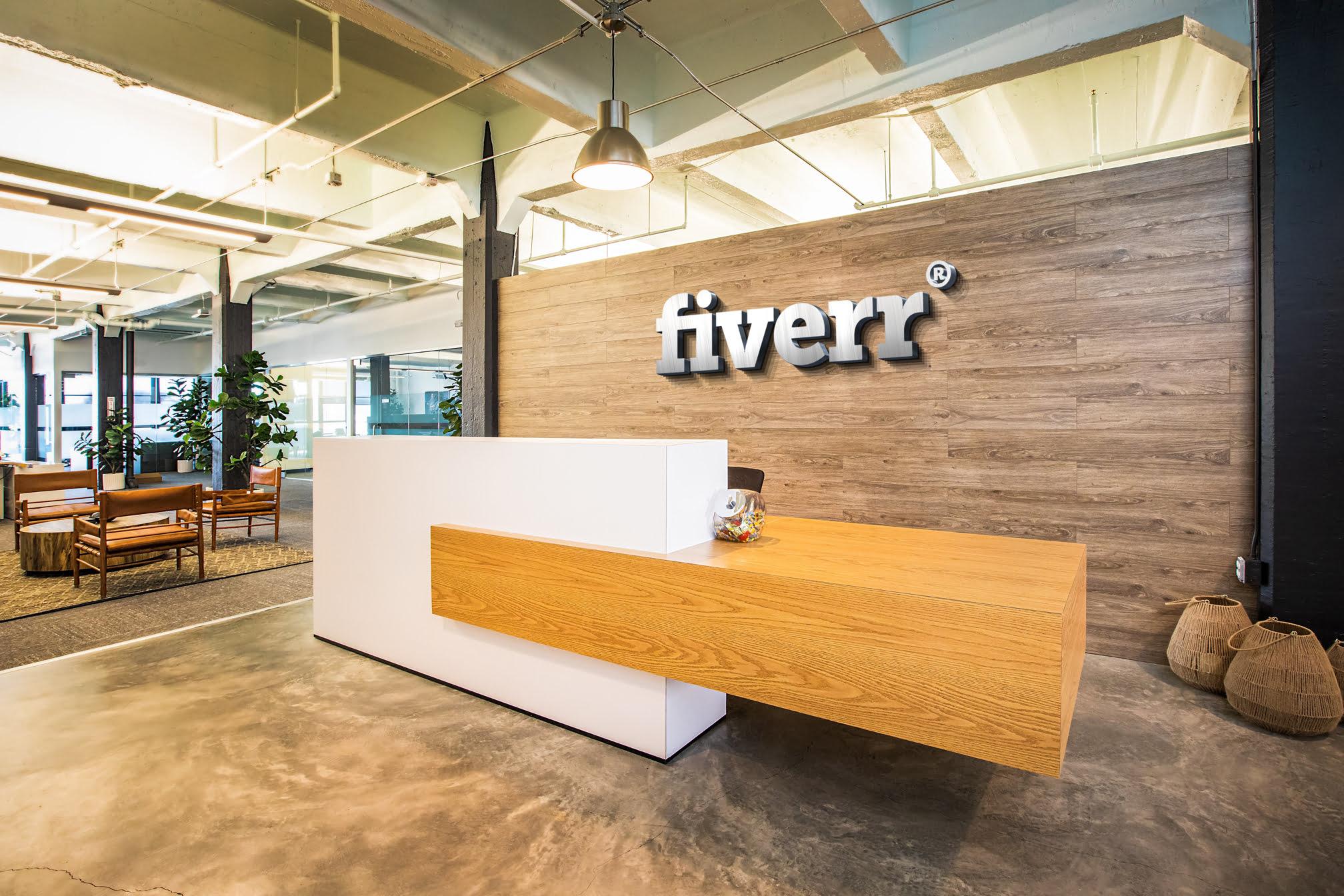 Fiverr-Free-Reception-Desk-Mockup
