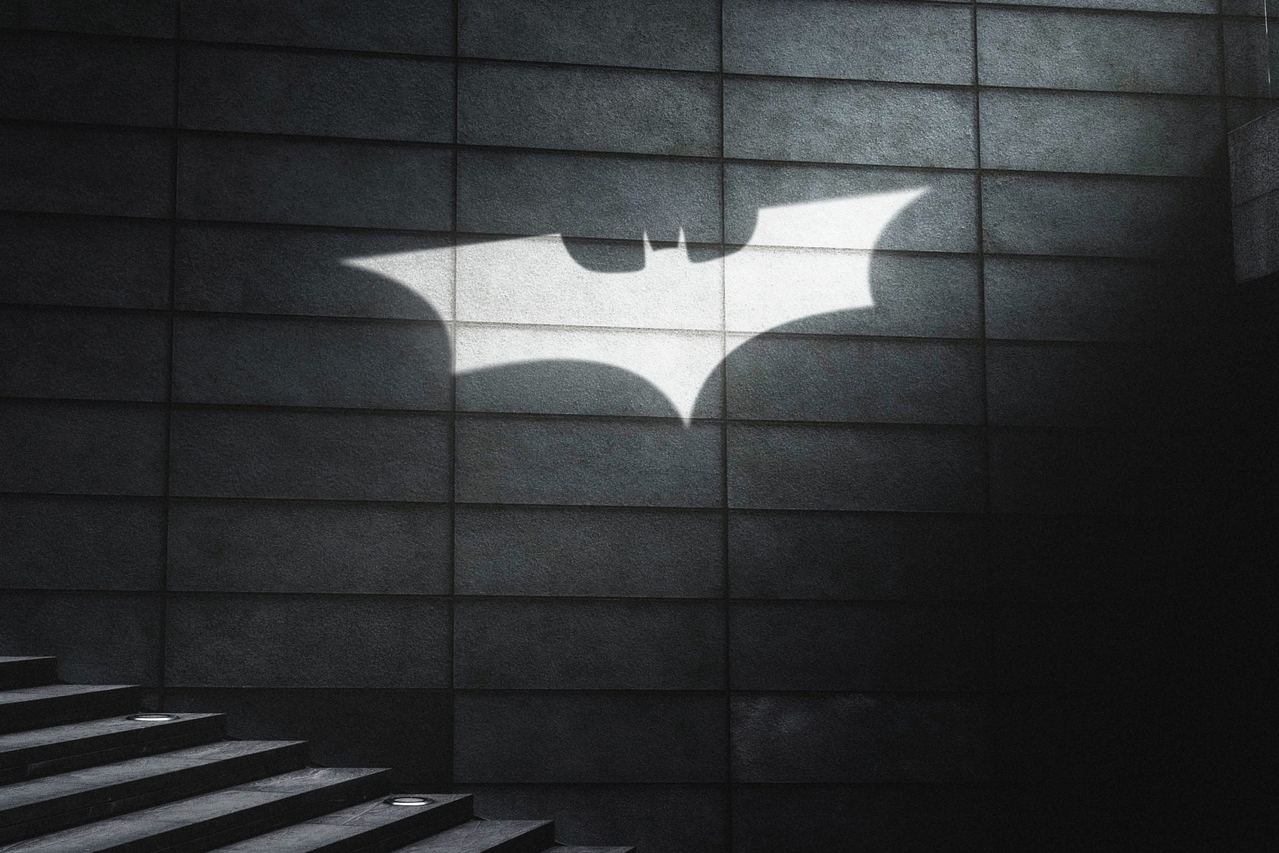 Cinematic Light Rays Logo Mockup Free