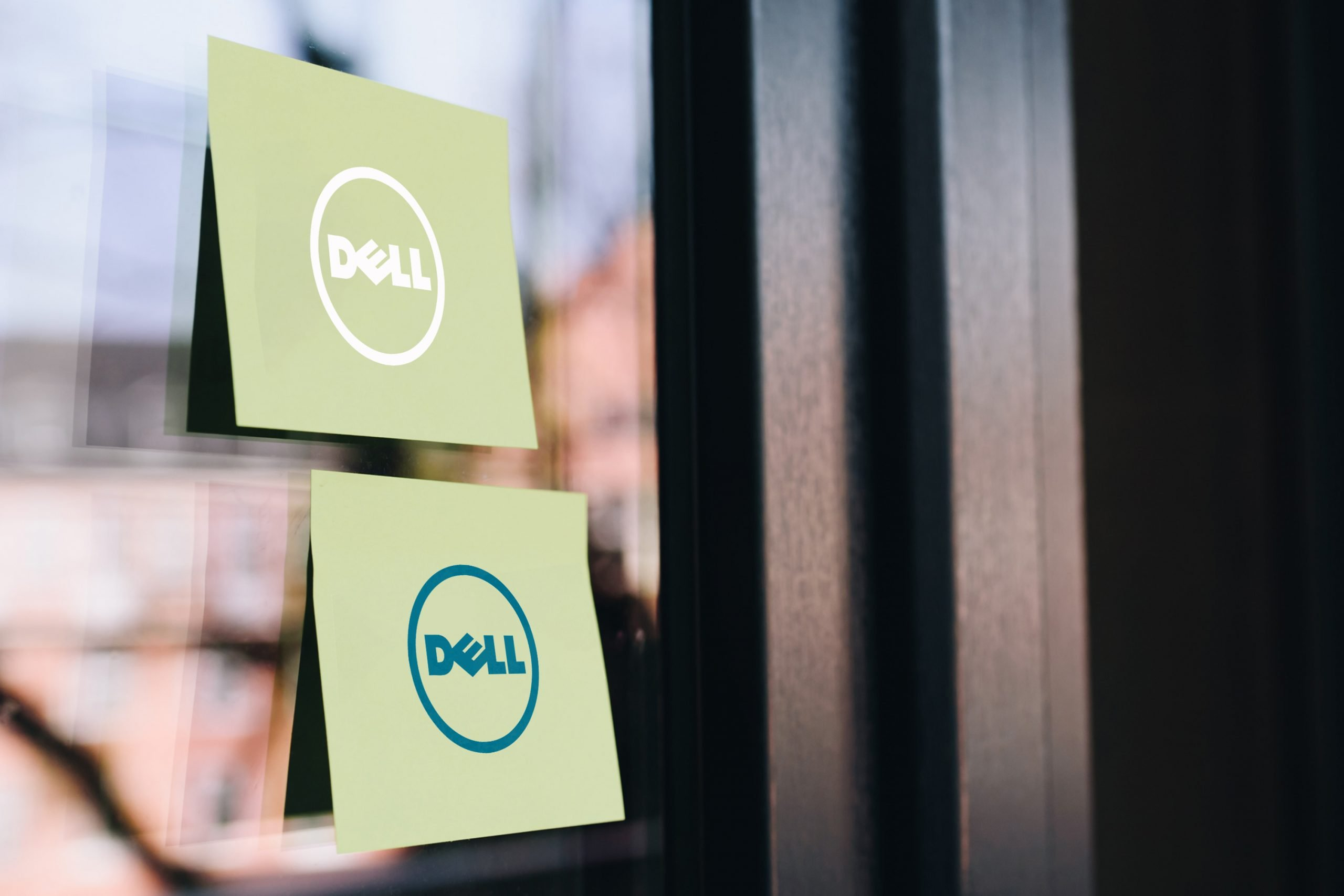 Free Sticky Note on Glass Logo Mockup