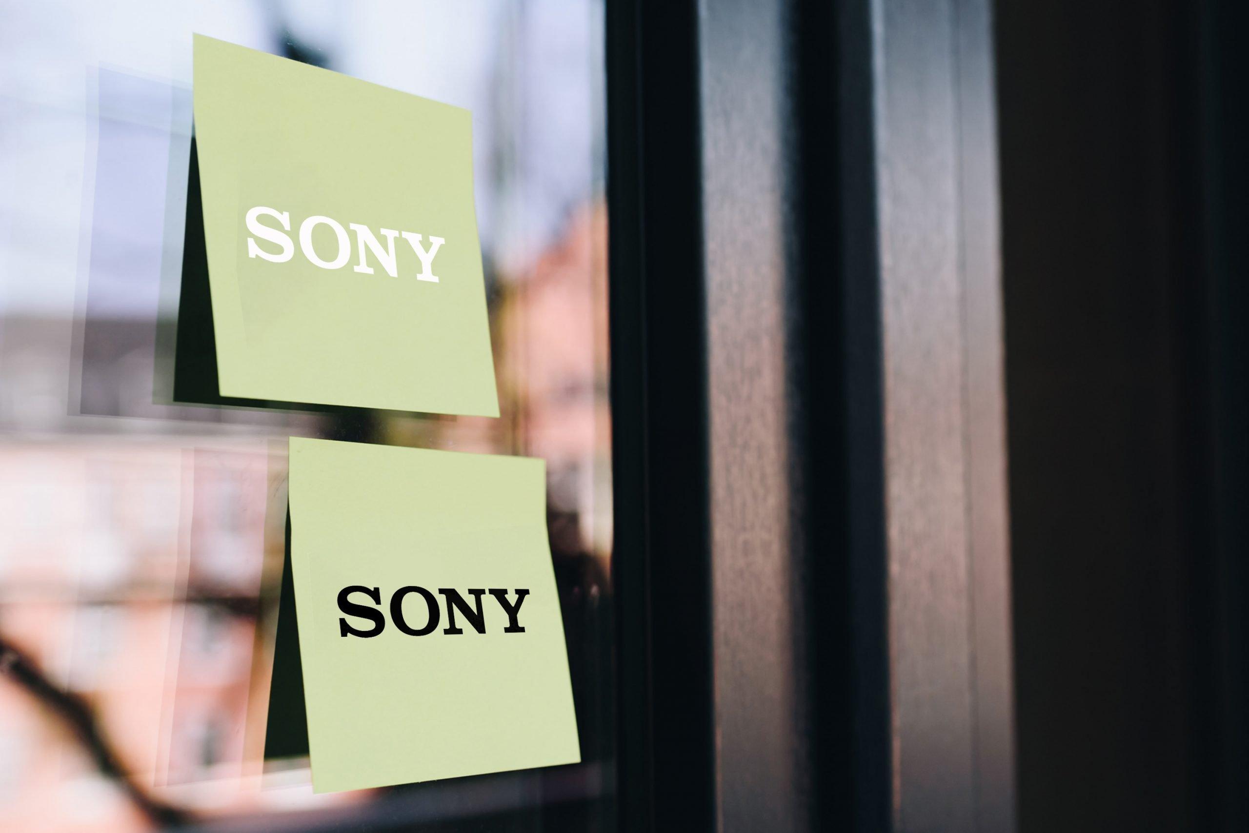 Sticky Note on Glass Logo Mockup
